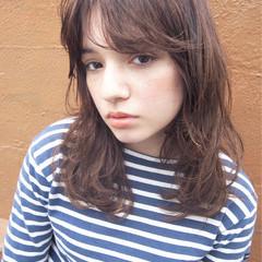 ゆるふわ アッシュ ミディアム 外国人風 ヘアスタイルや髪型の写真・画像
