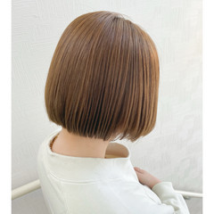 オリーブグレージュ ミニボブ ミルクティーグレージュ ボブ ヘアスタイルや髪型の写真・画像
