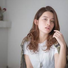 レイヤーカット パーマ グラデーションカラー セミロング ヘアスタイルや髪型の写真・画像