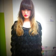 セミロング 黒髪 グラデーションカラー 外国人風 ヘアスタイルや髪型の写真・画像