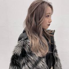 ナチュラル バレイヤージュ 艶髪 ハイトーンカラー ヘアスタイルや髪型の写真・画像