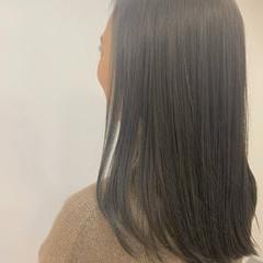 グレージュ セミロング ナチュラル 3Dハイライト ヘアスタイルや髪型の写真・画像