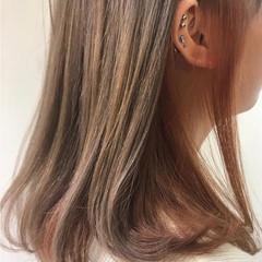 インナーカラー ミルクティーベージュ ミディアム ハイトーンカラー ヘアスタイルや髪型の写真・画像