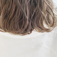 ミルクティーグレージュ ナチュラル グレージュ ミルクティーベージュ ヘアスタイルや髪型の写真・画像