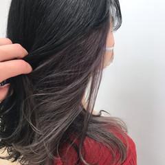 インナーカラー インナーカラーグレー インナーカラーパープル セミロング ヘアスタイルや髪型の写真・画像