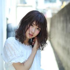 レイヤーカット ミディアム ガーリー 暗髪 ヘアスタイルや髪型の写真・画像