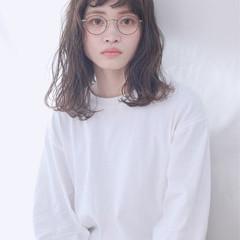 アンニュイほつれヘア グレージュ ロング ミルクティーグレージュ ヘアスタイルや髪型の写真・画像