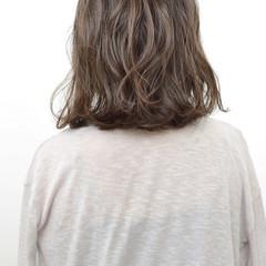 ルーズ ナチュラル ミディアム アッシュ ヘアスタイルや髪型の写真・画像