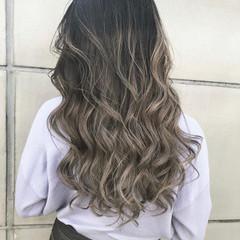 ベージュ ブロンドカラー ミルクティーベージュ バレイヤージュ ヘアスタイルや髪型の写真・画像