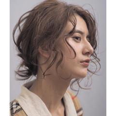 アンニュイほつれヘア ナチュラル ミディアム 簡単ヘアアレンジ ヘアスタイルや髪型の写真・画像
