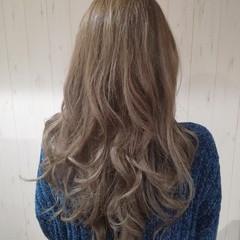 外国人風カラー ブリーチ 透明感 ミルクティーベージュ ヘアスタイルや髪型の写真・画像