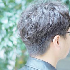 ショート カジュアル ナチュラル メンズパーマ ヘアスタイルや髪型の写真・画像