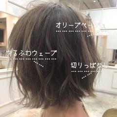 オリーブグレージュ ナチュラル オリーブカラー ボブ ヘアスタイルや髪型の写真・画像