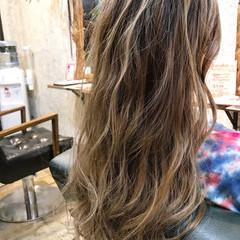 グレージュ エレガント ロング グラデーションカラー ヘアスタイルや髪型の写真・画像