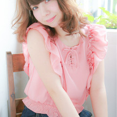フェミニン ミディアム 大人かわいい 前髪あり ヘアスタイルや髪型の写真・画像