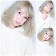 ベージュ ミディアム 外国人風 ガーリー ヘアスタイルや髪型の写真・画像