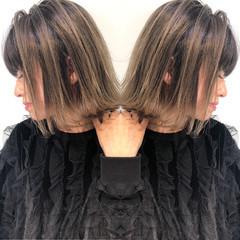 バレイヤージュ グレージュ ハイライト 上品 ヘアスタイルや髪型の写真・画像