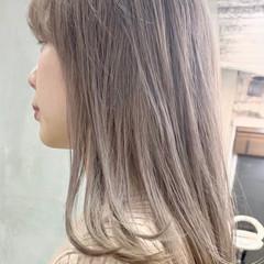 ガーリー ミルクティーベージュ ハイトーン ロング ヘアスタイルや髪型の写真・画像