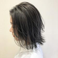 切りっぱなしボブ ブリーチカラー モード シルバー ヘアスタイルや髪型の写真・画像