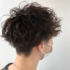 メンズヘア ツイスト メンズパーマ 無造作パーマ ヘアスタイルや髪型の写真・画像