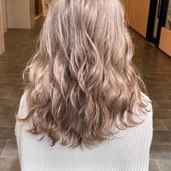 フェミニン ミルクティーベージュ ミルクティーグレージュ ミルクティーブラウン ヘアスタイルや髪型の写真・画像