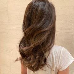 フェミニン コテ巻き 3Dハイライト ロング ヘアスタイルや髪型の写真・画像