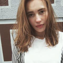 外国人風 外ハネ ブリーチ ミディアム ヘアスタイルや髪型の写真・画像