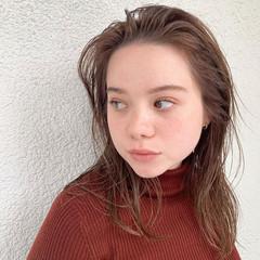 ミディアムレイヤー セミロング オレンジカラー インナーカラーオレンジ ヘアスタイルや髪型の写真・画像