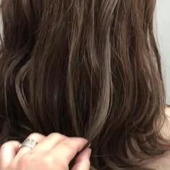 大人可愛い 大人女子 毛先パーマ オリーブグレージュ ヘアスタイルや髪型の写真・画像