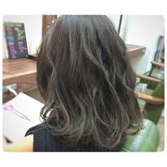 ガーリー ミディアム ワイドバング フェミニン ヘアスタイルや髪型の写真・画像
