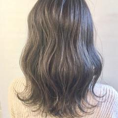 セミロング 透明感カラー 極細ハイライト シルバーグレージュ ヘアスタイルや髪型の写真・画像