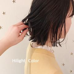 ハイライト 大人ハイライト ナチュラル 切りっぱなしボブ ヘアスタイルや髪型の写真・画像