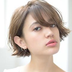 レイヤーカット フェミニン ショート パーマ ヘアスタイルや髪型の写真・画像