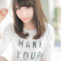 ミディアム 大人かわいい ワイドバング フェミニン ヘアスタイルや髪型の写真・画像