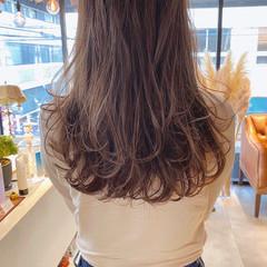 グレージュ レイヤーロングヘア 大人ハイライト レイヤーカット ヘアスタイルや髪型の写真・画像