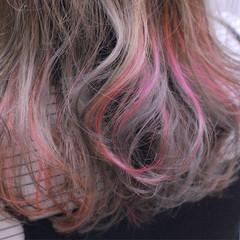 グレージュ ピンク ストリート ブリーチ ヘアスタイルや髪型の写真・画像