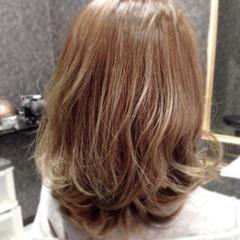 パーマ ハイライト ミディアム アッシュグレージュ ヘアスタイルや髪型の写真・画像