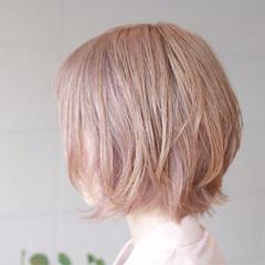 大人かわいい ミルクティー ハイトーン ダブルカラー ヘアスタイルや髪型の写真・画像