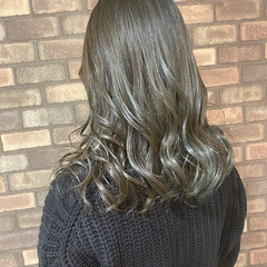 セミロング シースルーバング 前髪あり ナチュラル ヘアスタイルや髪型の写真・画像