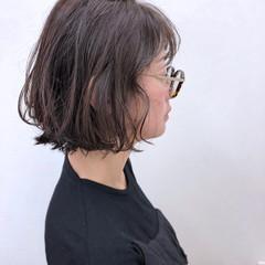 ボブ グレージュ ウェーブ 暗髪 ヘアスタイルや髪型の写真・画像