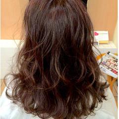 外国人風 セミロング ナチュラル 暗髪 ヘアスタイルや髪型の写真・画像