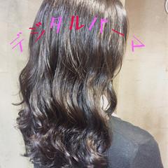 ミルクティー ナチュラル アッシュ パーマ ヘアスタイルや髪型の写真・画像