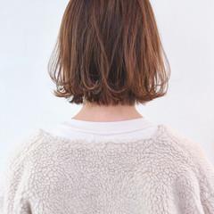 アンニュイほつれヘア ハイライト グレージュ 外ハネ ヘアスタイルや髪型の写真・画像