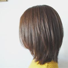 ミディアム オフィス ナチュラル リラックス ヘアスタイルや髪型の写真・画像