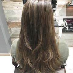 ロング ハイライト アッシュ ストリート ヘアスタイルや髪型の写真・画像