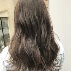 ロング アッシュグレー 透明感 グレージュ ヘアスタイルや髪型の写真・画像