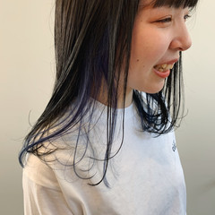 デザインカラー ブルー インナーカラー セミロング ヘアスタイルや髪型の写真・画像