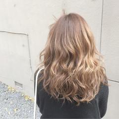 セミロング 外国人風カラー ガーリー 金髪 ヘアスタイルや髪型の写真・画像