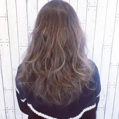 ロング ハイライト ミルクティー グレージュ ヘアスタイルや髪型の写真・画像