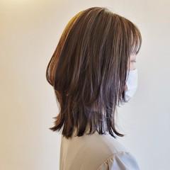 ウルフカット ナチュラル レイヤーヘアー ヘアカット ヘアスタイルや髪型の写真・画像